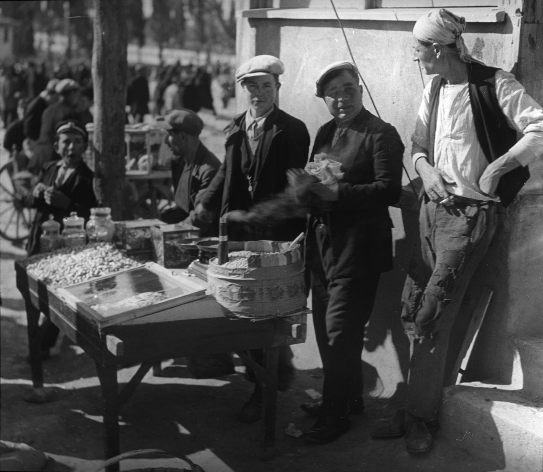 Street vendors, J1-8.
